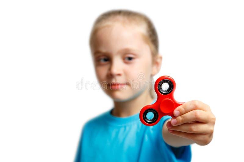 与现代手指锭床工人的小女孩戏剧 免版税库存图片