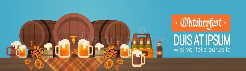 与玻璃的慕尼黑啤酒节啤酒节日横幅木桶抢劫假日装饰 皇族释放例证