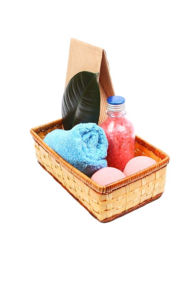 Download 与瓶的温泉概念桃红色腌制槽用食盐一个蓝色毛巾,纸袋和两个桃红色盐球 库存图片 - 图片 包括有 恢复, 化妆用品: 30336509