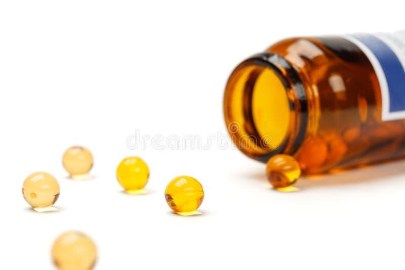 与瓶的黄色药片 免版税库存图片