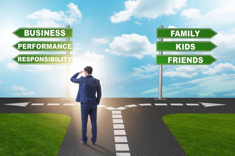与生活和工作平衡艰难的选择的商人  免版税库存图片