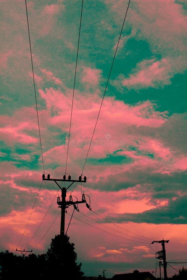 与电塔的美妙的天空 库存图片