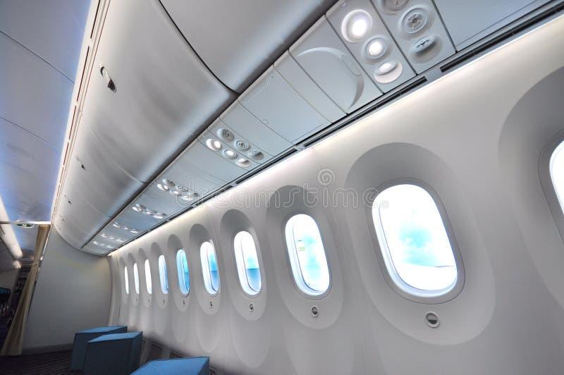 与电子树荫的更大的窗口在波音787 Dreamliner在新加坡Airshow 2012年 库存照片