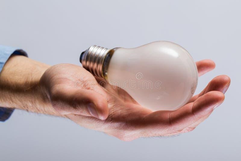 与电灯泡的现有量 免版税库存照片