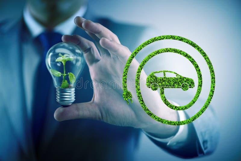 与电灯泡的电动车概念 库存图片