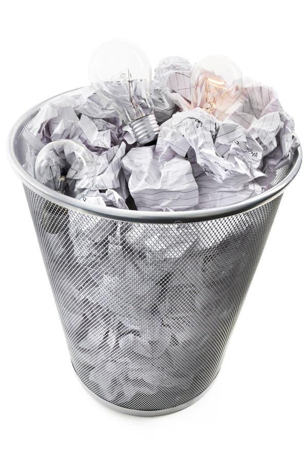 与电灯泡03的废物箱 免版税库存图片