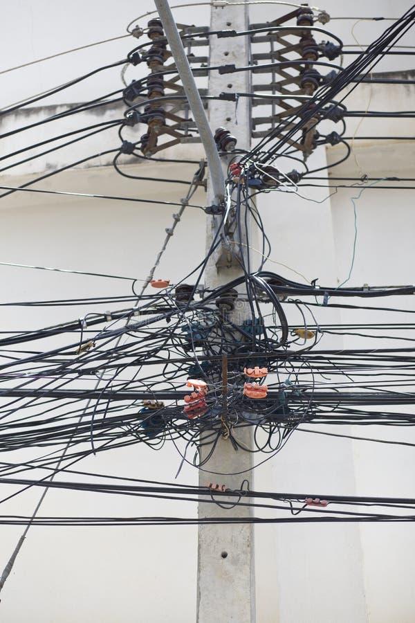 与电线和话机绳的电杆 免版税库存图片