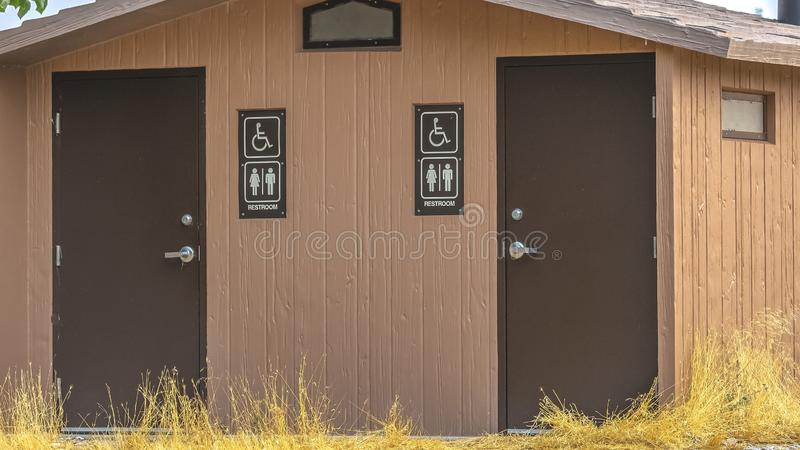 与男女皆宜的休息室的洗手间签到普若佛犹他 免版税库存照片