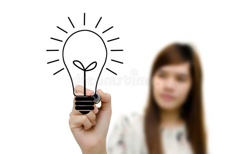 与画电灯泡的笔的妇女现有量。 免版税图库摄影