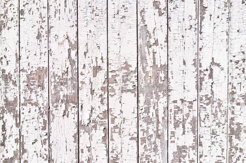与白色剥的油漆的老木板条 库存图片
