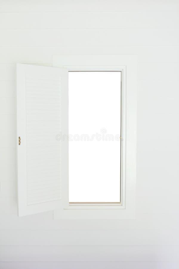 与白色木快门的开窗口 免版税库存照片