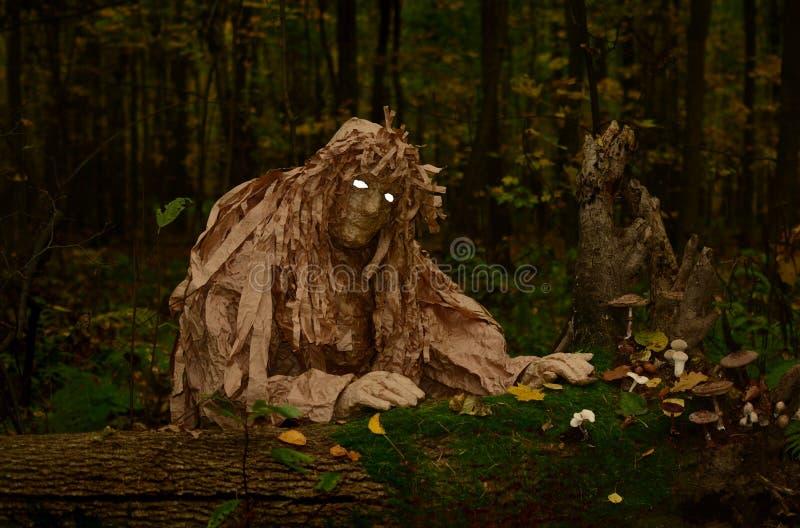 与白色眼睛的木恶鬼 免版税库存图片