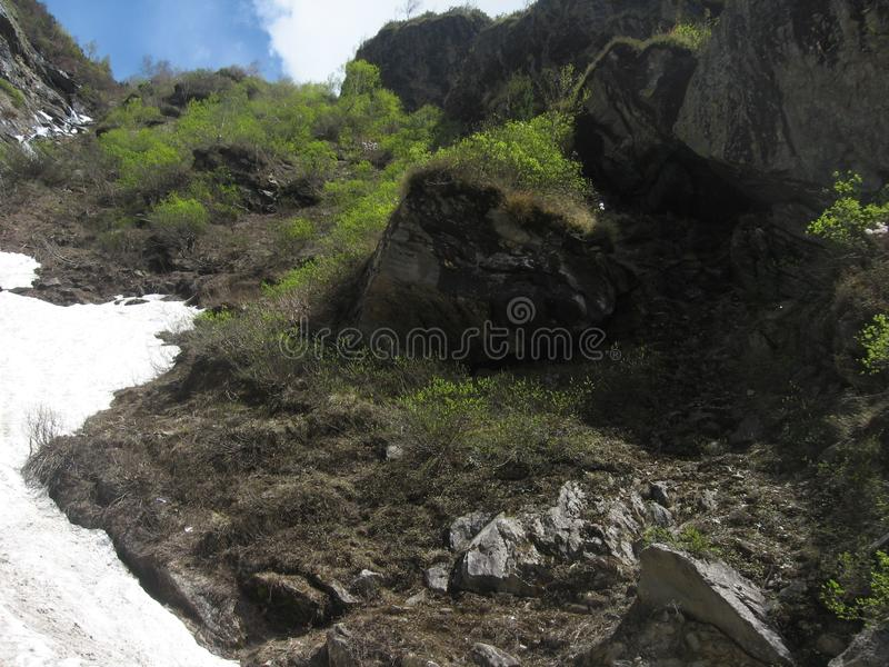 与白雪的山 免版税库存照片