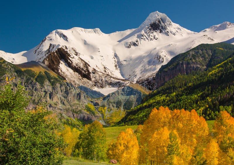 与的挪威秋天早期的降雪 库存照片