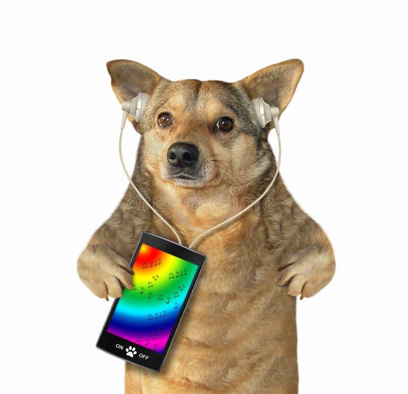 与的狗耳机听到音乐 免版税库存照片