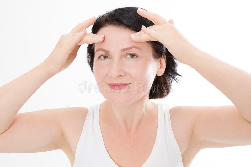与皱痕的宏观妇女面孔在前额 胶原和面孔射入概念 更年期 播种的图象 免版税库存图片