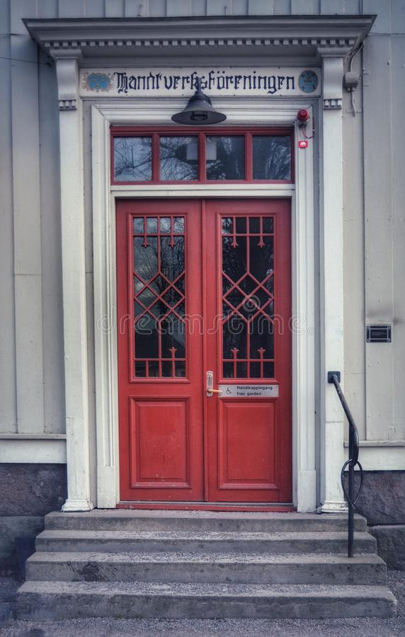 与直棂的红色dor在Åmål 图库摄影