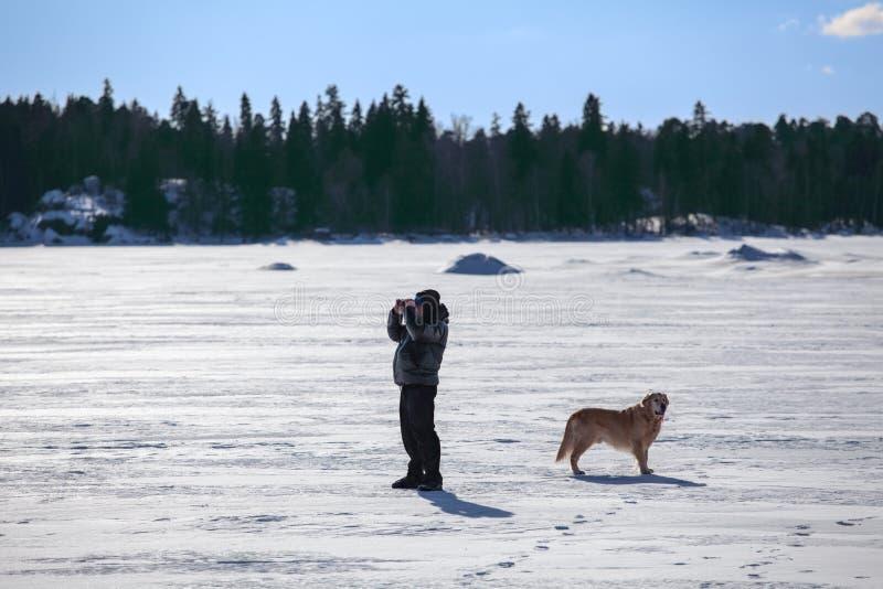 有看的狗的人双眼 图库摄影