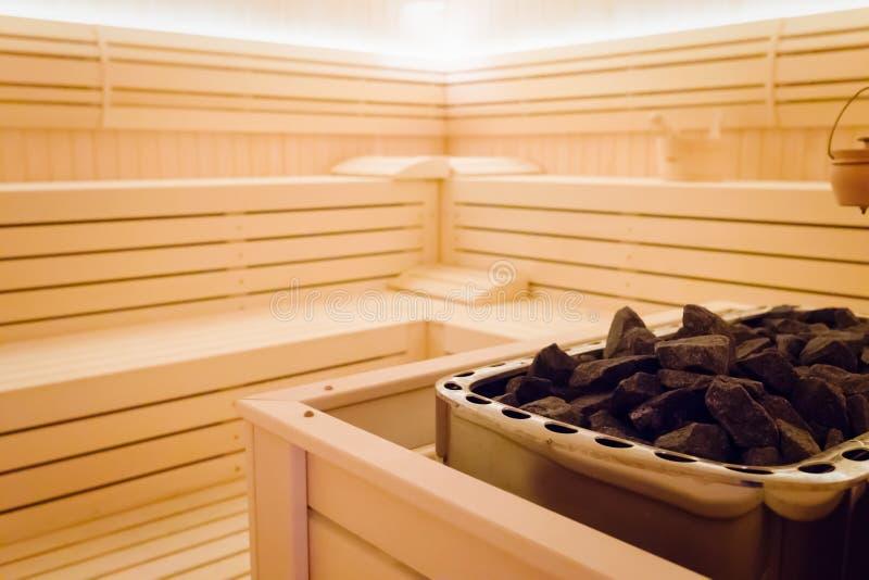 与石头的美好的蒸汽浴内部 库存图片