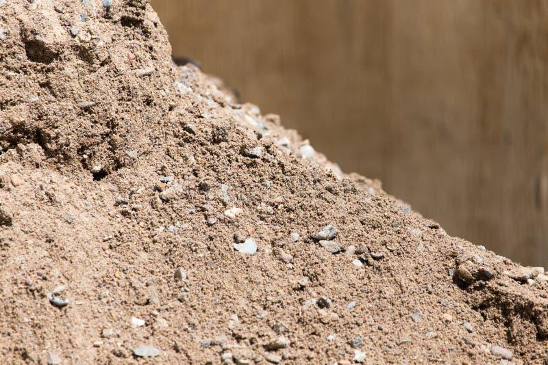 与石渣的沙子作为背景 免版税库存图片