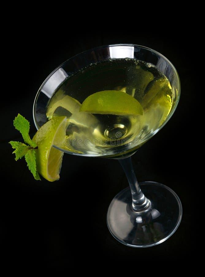 与石灰的马蒂尼鸡尾酒鸡尾酒 免版税库存图片