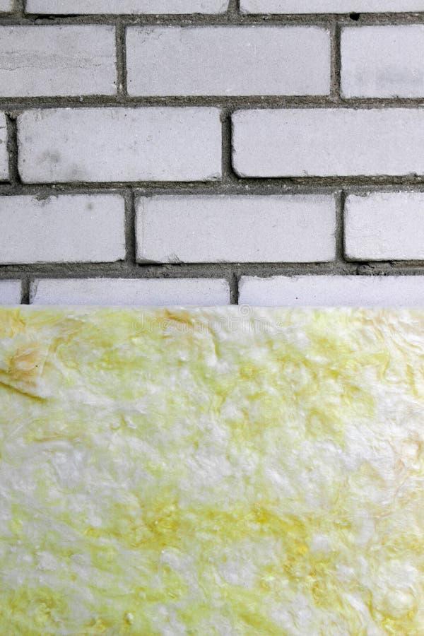 与矿毛绝缘纤维的墙壁绝缘材料 库存照片