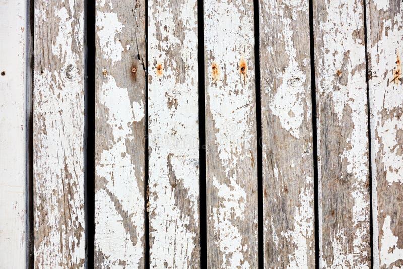 与破旧的白色油漆的土气木板条 库存图片