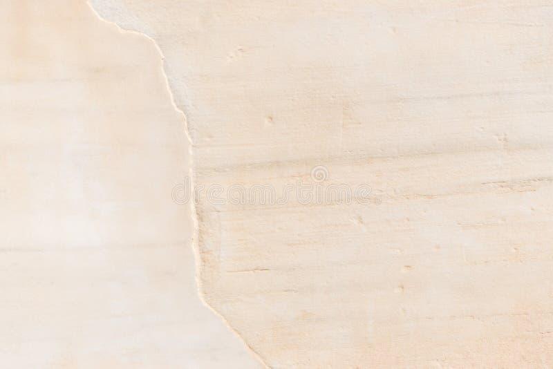 与破裂的米黄大理石 背景砖老纹理墙壁 免版税库存照片