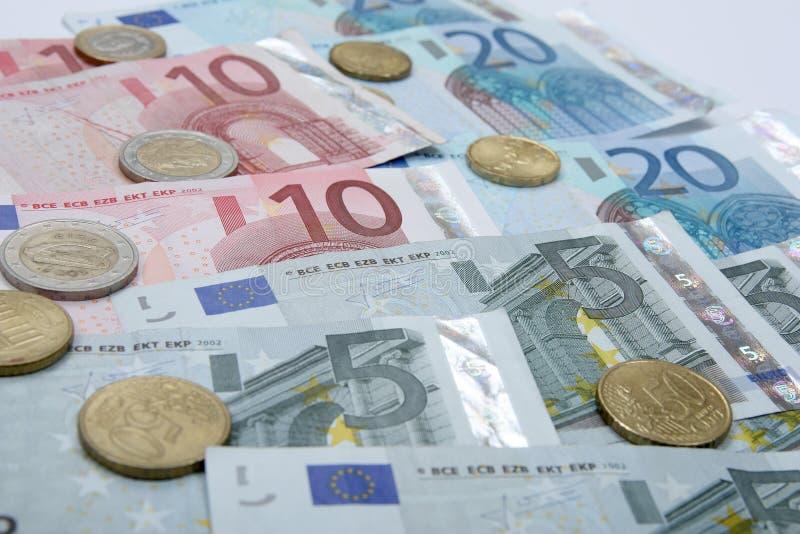 与硬币的欧洲钞票 免版税图库摄影