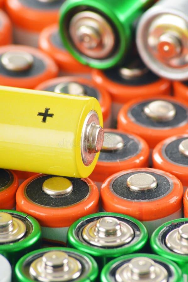 与碱性电池的构成 化学制品废物 免版税库存图片