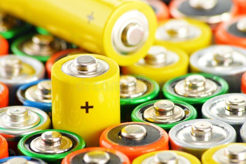 与碱性电池的构成 化学制品废物 免版税图库摄影