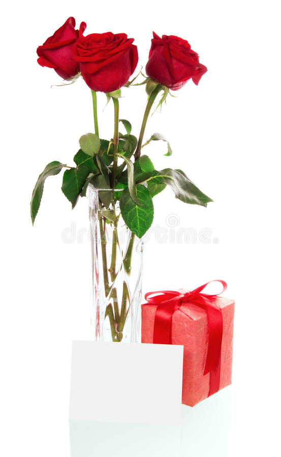 与礼物盒和卡片的玫瑰 免版税库存图片