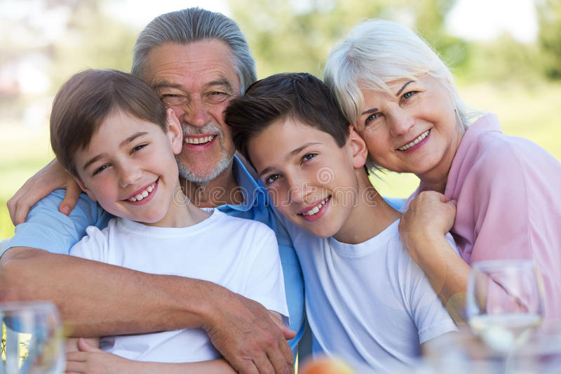 与祖父母的孩子 免版税库存照片