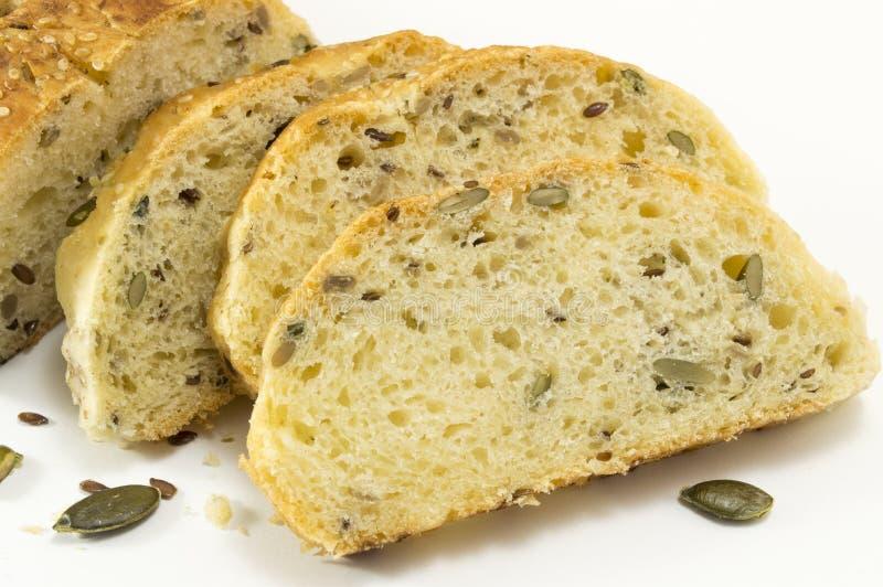与种子的切的缺一不可的面包在白色 库存照片