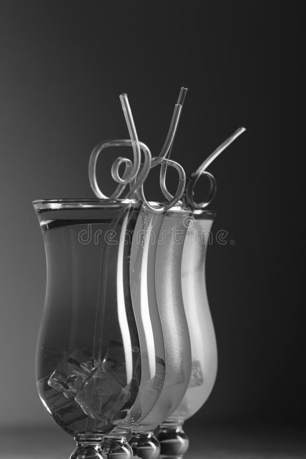 与秸杆的五颜六色的coctails,夏天 免版税图库摄影