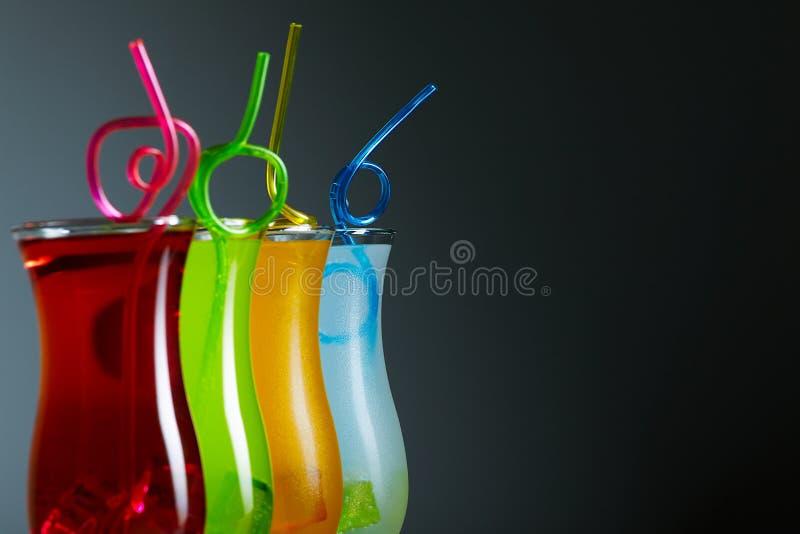 与秸杆的五颜六色的coctails,夏天 图库摄影