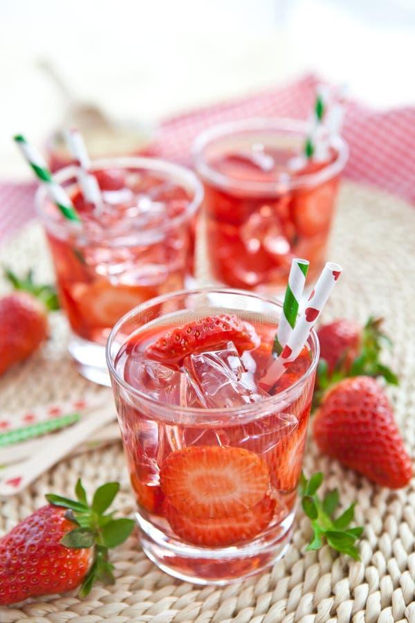 自创草莓柠檬水 免版税图库摄影