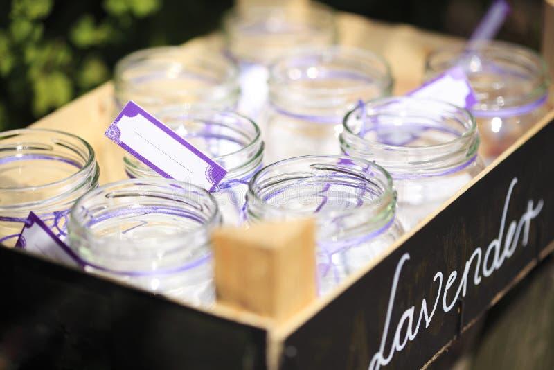 与空白标签的小的装于罐中的瓶子 免版税库存图片