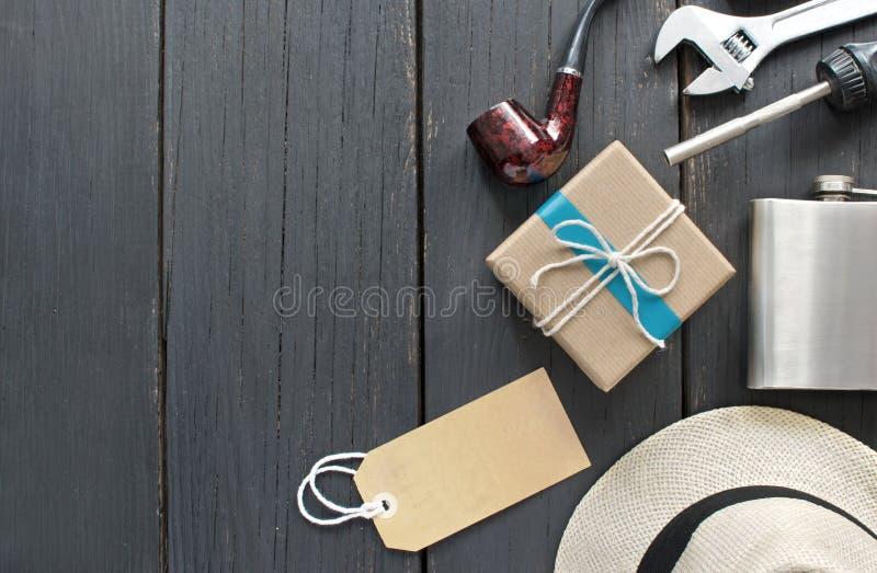 与空白的标签的父亲节礼物 免版税库存照片