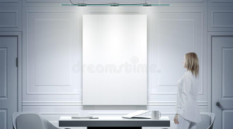 与空白的海报,人立场大模型的白色办公室内部 库存例证