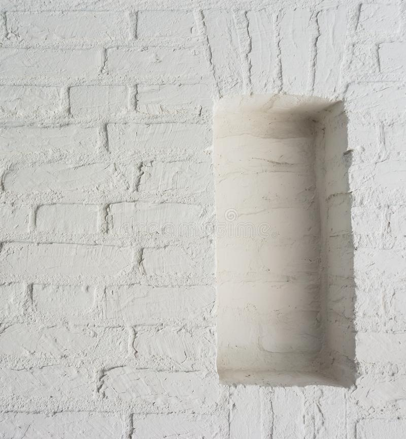 与空的框架的现代减速火箭的纯净的白色石砖墙背景 库存图片