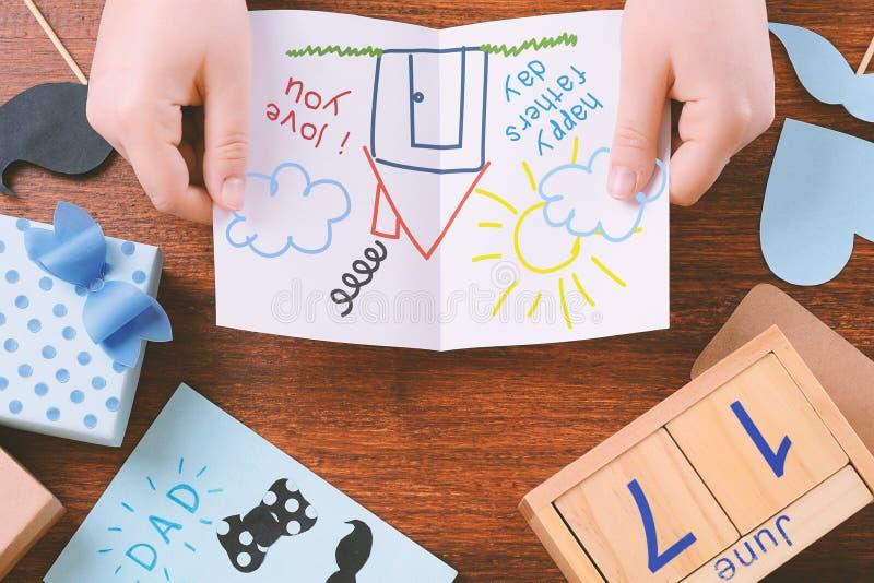 与空间的父亲节构成与儿童` s图画的 免版税库存图片