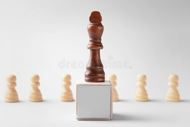 与立方体的棋子在轻的背景 库存图片