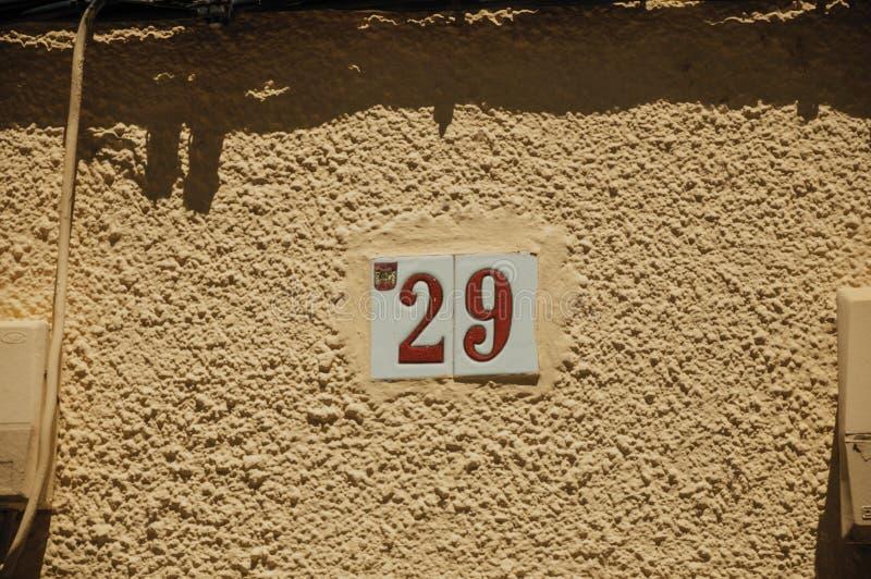 与第二十九的路牌在墙壁在梅里达 库存图片