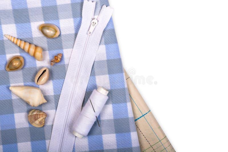 与笼子的样式和模板的织品缝合的衣裳的 库存照片