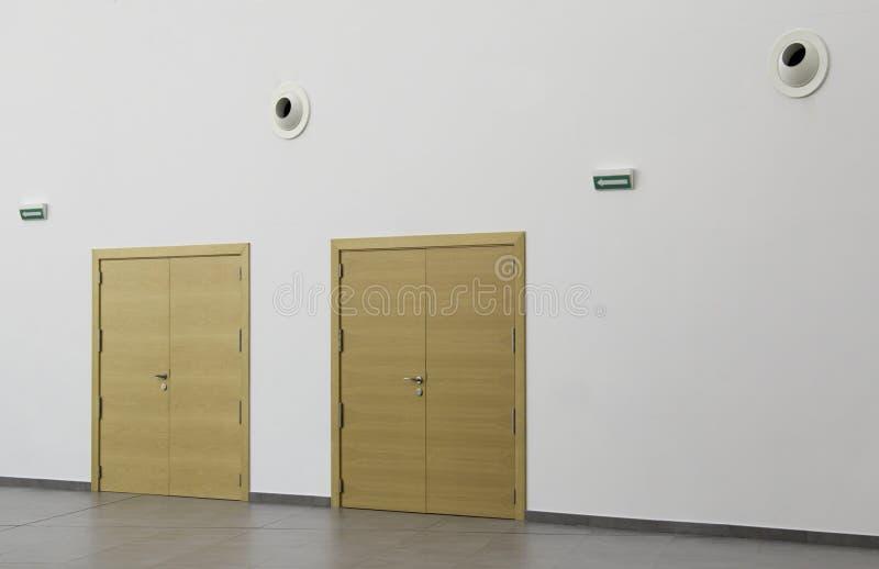 与箭头的门 免版税库存图片