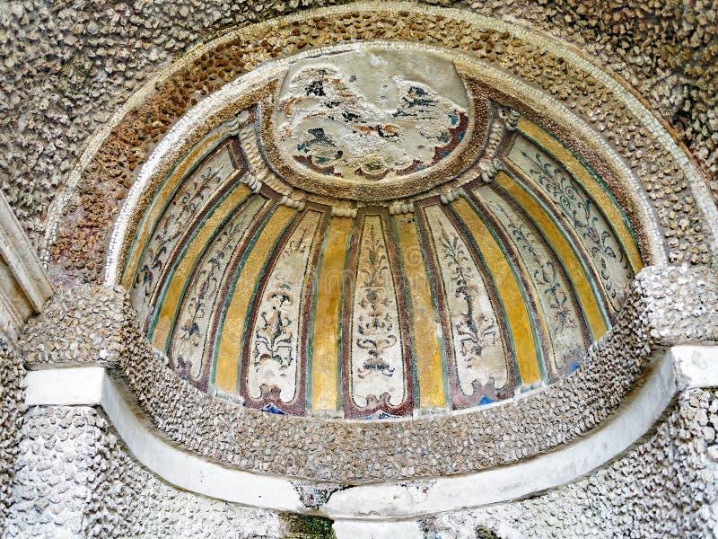 与精心制作的马赛克, Tivoli,意大利的半圆顶 免版税库存图片