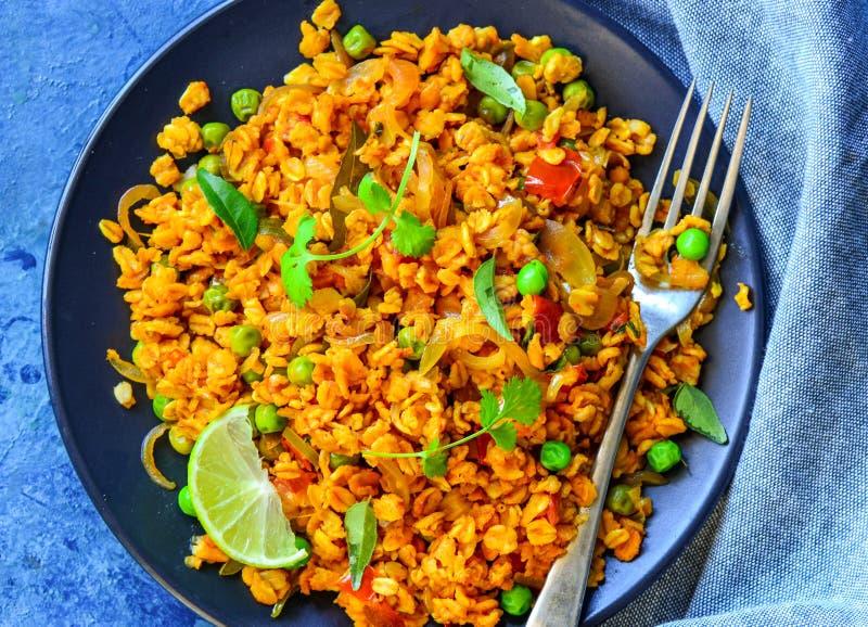 与素食者的印地安早餐燕麦Poha 免版税库存照片