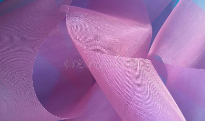 与紫色丝带的欢乐背景 礼品包装材料丝带美好的纹理  免版税库存图片