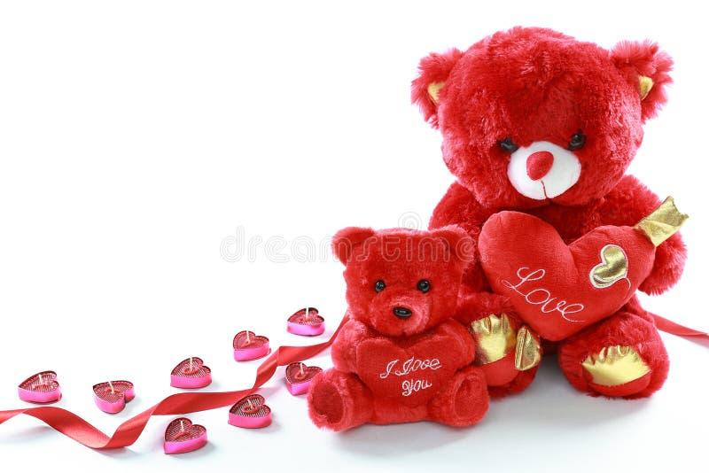 与红心的红色玩具熊和与我爱你蜡烛的红色丝带在白色背景 日s华伦泰 日母亲s 免版税图库摄影